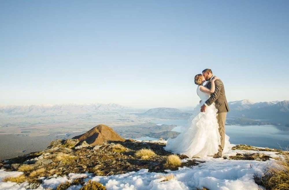 Lake Manapouri snow landing heli wedding